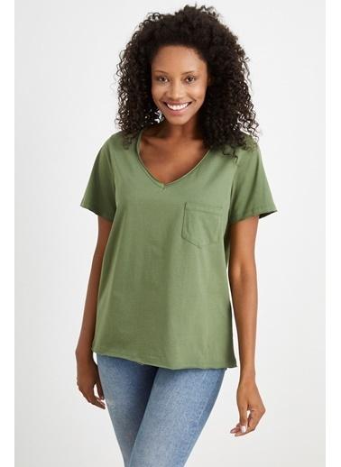 Curly Yeşil V Yaka Tek Cepli T-Shırt Yeşil